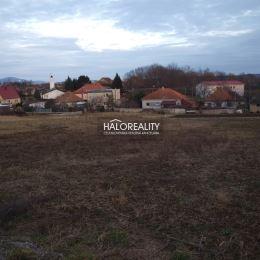 Ponúkame na predaj stavebný pozemok o rozlohe 979 m² v mestskej časti Nitra - Párovské Háje.Pozemok je situovaný v tichej uličke v zastavanom území ...