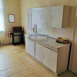 Ponúkame Vám na predaj pekný priestranný 2 izbový byt v Nových Zámkoch . Byt s rozlohou 74,99 m² sa nachádza na 2.p./2 tehlového domu bez výťahu. Byt ...