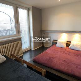 Ponúkame na predaj slnečný zrekonštruovaný trojizbový byt o výmere 70m², na okraji mesta Liptovský Hrádok na ulici Pri úpuste. Byt sa nachádza v ...