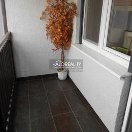 Ponúkame Vám na predaj krásny, čiastočne zariadený trojizbový byt s garážou v obci Horné Saliby, okres Galanta. Byt o rozlohe 67 m² sa nachádza na ...