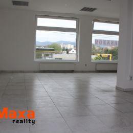 Ponúkame Vám na prenájom komerčný priestor na sídlisku Zapotôčky. Komerčný priestor je v novej budove s veľkými oknami vďaka tomu je priestor veľmi ...