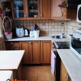 Ponúkame Vám na predaj 3 izbový byt v obci Dolné Vestenice. Byt o rozlohe 65m2 sa nachádza na druhom poschodí z troch zatepleného bytového domu. Byt ...