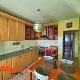 Ponúkame Vám na predaj priestranný slnečný 3-izbový byt s balkónom v zateplenom panelovom bytovom dome vo vyhľadávanej mestskej časti Zapotôčky. Byt ...
