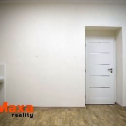 Ponúkame na prenájom priestory v centre mesta Žiar nad Hronom s možnosťou využitia na obchodnú prevádzku, služby alebo kancelárske priestory. Celková ...