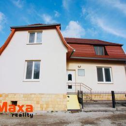 Ponúkame Vám na predaj dvojpodlažný štvorizbový rodinný dom v obci Tužina. Dom je postavený na rovinatom pozemku o rozlohe 200 m2. Dispozícia domu: ...