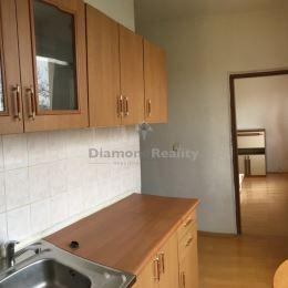 So súhlasom majiteľa ponúkam 1-izbový byt v skvelej lokalite na Ondavskej ulici oproti FNsP v Košiciach.Byt je slnečný, samostatná izba a kuchyňa ...