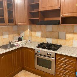Licencovaná realitná kancelária Orin real Vám ponúka na prenájom veľmi pekne zrekonštruovaný 2 izbový byt priamo v centre Pezinka na Moyzesovej ...