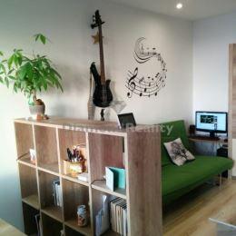 Na prenájom pekný 2 izbový byt s dvomi lodžiami, časť Prednádražie, Trnava. Dispozícia: predsieň, veľká obývacia izba s kuchyňou, spálňa, WC a ...