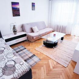 Ak hľadáte krásny priestranný 1 izbový byt s loggiou a nádherným výhľadom na mesto, tak tento prenájom na ulici Tatranská je ako stvorený pre Vás. ...