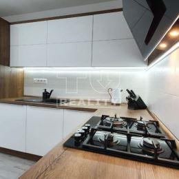 Na predaj kompletne zrekonštruovaný, moderne prerobený, nádherný 2-izbový byt + lodžia , ktorý sa nachádza na 3. poschodí z 8. V celom byte sú ...