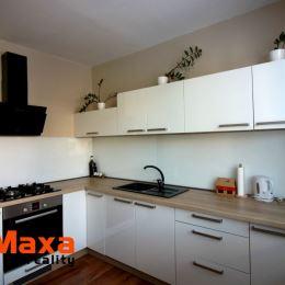 Ponúkame Vám na prenájom príjemný 2 izbový byt v Bojniciach časť Lúčky. Byt o rozlohe 62m2 sa nachádza na vyvýšenom prízemi s balkónom. Byt prešiel ...