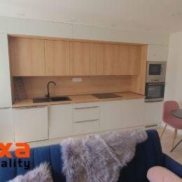 Ponúkame Vám na prenájom 3 izbový byt po kompletnej rekonštrukcii v meste Handlová.Úžitková plocha bytu je 66 m2 a súčasťou prenájmu je aj pivnica. ...