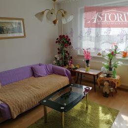 Ponúkame Vám na predaj útulný 1-izbový byt s BALKÓNOM v Martine. Plocha 35 m2. Nachádza sa na 4/7 poschodí s výťahom. Je orientovaný na západ. ...