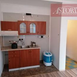 Ponúkame Vám na predaj GARSÓNKU s plochou 24m2 v Martine na Severe.Nachádza sa na 2. poschodí z ôsmich v zateplenej bytovke s výťahom. Je orientovaná ...