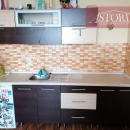 Ponúkame Vám na predaj 1-izbový byt v lokalite Martin-Jahodníky. Plocha 34 m2.Nachádza sa na 1/4 poschodí. Prešiel kompletnou rekonštrukciou ...