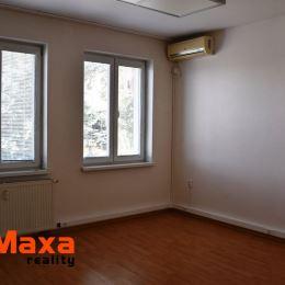 Vo výhradnom zastúpení majiteľa Vám ponúkame na predaj jednoizbové byty a garsónky v novozrekonštruovanom zateplenom bytovom dome v Senici.V bytovom ...