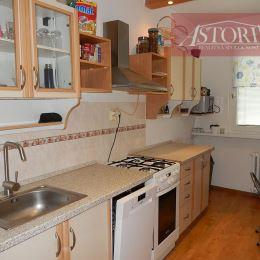 ASTORIA Vám ponúka na predaj 3-izbový byt v Martine Záturčí, rozlohe 62 m2, na 8. poschodí. Nehnuteľnosť je zrekonštruovaná: Murovaná kúpeľňa, ...