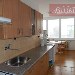 ASTORIA Vám ponúka na prenájom 3-izbový zariadený byt v centre Martina, na 3. zo 4 poschodí, o rozlohe 81 m2, orientovaný na východ. Nehnuteľnosť je ...