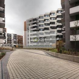 Ponúkame Vám na prenájom garážové státie v suteréne bytového domu Stein vo výmere 10,80 m2 na Blumentálskej ul. BA-I. Voľné .Cena 150 EUR/ mes.