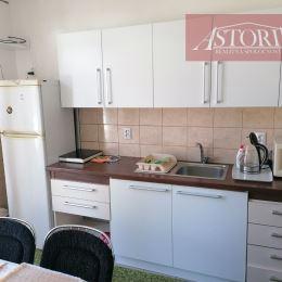 Ponúkame Vám na prenájom kompletne zariadený apartmán, ktorý pozostáva z dvoch izieb (1-posteľovej a 2-posteľovej) a zo spoločnej kuchyne. Každá izba ...