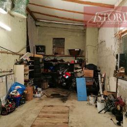 Ponúkame Vám na dlhodobý prenájom zateplenú garáž. Vybavenie: pec na tuhé palivo, jama, pracovný stol, kompresor.Voľná je ihneď. CENA DOHODOU
