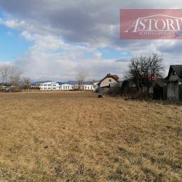 Ponúkame Vám na predaj v obci Košťany nad Turcom 2 stavebné pozemky o výmere 668 m2 a 750 m2. Pozemky sú podľa územného plánu určené na výstavbu RD a ...