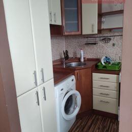Ponúkame Vám na dlhodobý prenájom pekný 1-izbový byt v Martine na Ľadovni (Gogoľova ul.)Byt sa nachádza v zateplenej bytovke na 6. poschodí z ôsmich ...