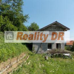 Rozostavaný rekreačný dom o zastavanej ploche 70 m² sa nachádza v obci Konské. Dom je postavený z kvádry, je dvojpodlažný so sedlovou strechou. ...