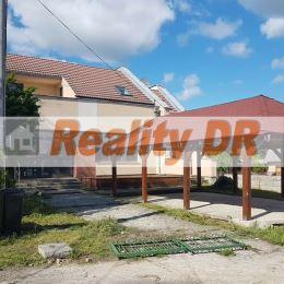 Polyfunkčná budova nachádzajúca sa neďaleko mesta Prievidza v obci Lazany poskytuje široké možnosti využitia, na bývanie aj podnikanie. Nebytový ...