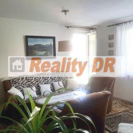3 izbový byt typu bauring s neprechodnou obývacou izbou sa nachádza v zateplenom panelovom bytovom dome v Košútoch II. Byt má rozlohu 69 m2, je na ...