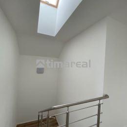Ponúkame na predaj novostavbu 5i bytu vo vyhľadávanej lokalite Kamenná cesta III., Bežecká ul., Trnava. Projekt je riešený ako poschodový dvojdom z ...