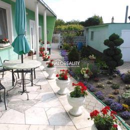 Ponúkame Vám na predaj rodinný dom v obci Matúškovo, okres Galanta. Rodinný dom so sedlovou strechou na veľkom slnečnom pozemku o rozlohe 1247m². ...
