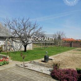 Ponúkame Vám na predaj dvojgeneračný rodinný dom v obci Matúškovo, okres Galanta. Čiastočne podpivničený rodinný dom so sedlovou strechou sa nachádza ...
