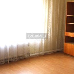 Ponúkame Vám na predaj rodinný dom v meste Galanta. Rodinný dom so sedlovou strechou sa nachádza na slnečnom pozemku o rozlohe 450 m². Dispozične ...