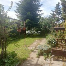 Ponúkame Vám na predaj 3 - izbový rodinný dom so záhradkou. RD sa nachádza vo vyhľadávanej lokalite blízko centra mesta, na pozemku s rozlohou 558 ...