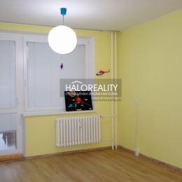 Ponúkame na predaj veľmi pekný priestranný slnečný (V-Z) trojizbový byt s dvoma lódžiami, s výmerou 80 m² v zrekonštruovanom (2016) montovanom ...
