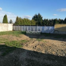 Ponúkame Vám na predaj rodinný dom v obci Veľká Mača, okres Galanta. Tehlový rodinný dom so sedlovou strechou sa nachádza na pozemku s rozlohou 330 ...