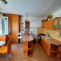 Ponúkame na predaj veľkometrážny slnečný jednoizbový byt v osobnom vlastníctve vo Zvolene, časť Môťová. Kompletne zrekonštruovaný jednoizbový byt s ...
