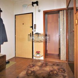 Ponúkame na predaj dvojizbový družstevný byt s rozlohou 49 m² na Jedlikovej ulici v Nitre, sídlisko Klokočina. Byt sa nachádza na 3 poschodí zo ...