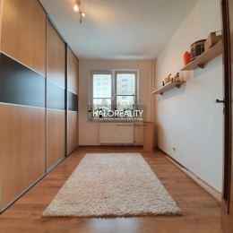 Ponúkame na predaj 3 izbový byt v meste Lučenec.Dispozícia umiestnenie a výmera bytu : 3 izbový byt o rozlohe 65,5m² (spolu s pivničným priestorom), ...