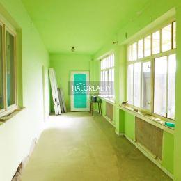 Ponúkame Vám na predaj 4-izbový vidiecky rodinný dom s presklenou verandou v obci Veľký Ostrov pri Kolárove.Rodinný dom sa nachádza na priestrannom ...
