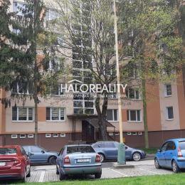 Ponúkame na predaj - prednostne na výmenu za starší rodinný dom ideálne do 20km od Lučenca, trojizbový čiastočne rekonštruovaný stredový byt 60 m² vo ...