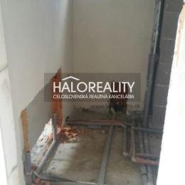 Ponúkame Vám na predaj novostavbu dvojdomu, resp. jeho polovicu. Jedná sa o 3 – izbový rodinný dom v pokojnej lokalite obce Mudroňovo.RD sa nachádza ...