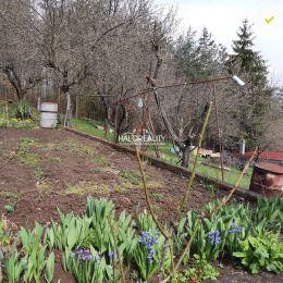 Ponúkame na predaj záhradu s murovanou záhradnou chatkou v záhradkárskej osade vo Zvolene - Môťovej, časť Bukovinka. Chatka je z vnútra zateplená s ...