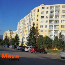 Ponúkame Vám na predaj pekný trojizbový byt s balkónom v Brezne, časť Mazorník. Rozloha : 69 m2, netypycký lichobežníkový tvar. Byt je po kompletnej ...