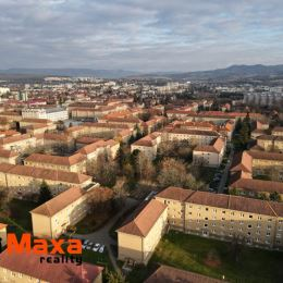 Ponúkame na predaj dispozične dobre riešený 2 izbový byt z balkónom v tehlovej stavbe na Starom Sídlisku v Prievidzi. Byt o rozlohe 58m2 sa nachádza ...