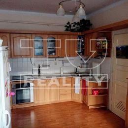 Na predaj 3-izbový byt v centrálnej časti mesta Piešťanys úžitkovou plochou 108m2 s balkónom.Byt sa nachádza na vyvýšenom prízemí.Orientácia na ...