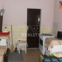 Na predaj starší 3 izbový rodinný dom v obci Dlhé Pole s celkovou výmerou pozemku 415m². Na 1 NP sa nachádzajú 3 priestranné izby, kúpeľňa, ...