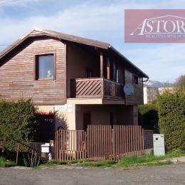 Ponúkame na predaj samostatne stojaci rodinný dom s pozemkom o celkovej výmere 451 m2, nachádzajúci sa len 500 m od centra Liptovského Mikuláša na ...