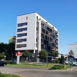 MesiacPrenájom nebytového obchodného priestoru s výkladom na prízemí novostavby byt. domu na Seberiniho ul. v Bratislave – Ružinove.Priestor má 28,40 ...